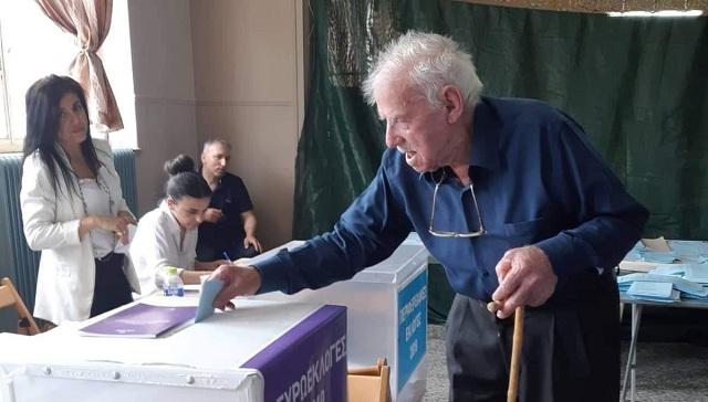 Ψηφοφόρος ετών 102 στη Λάρισα