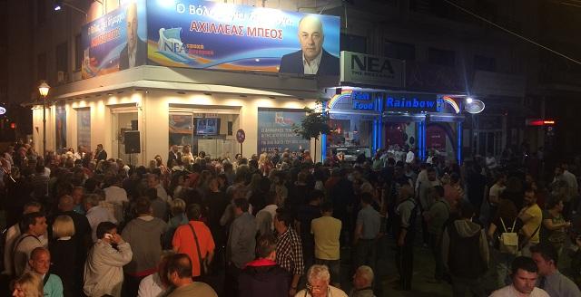 Πανηγυρισμοί στο εκλογικό κέντρο του Αχ. Μπέου