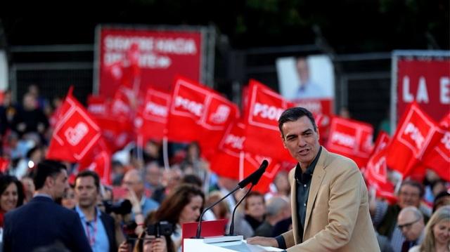 Ισπανία: Ο Σάντσεθ «απαρνείται» τους Ποδέμος μετά την συντριβή τους