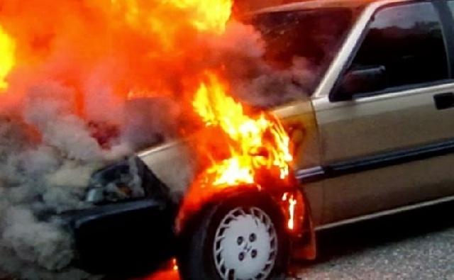 Ι.Χ. πήρε φωτιά εν κινήσει στην εθνική Βόλου -Λάρισας