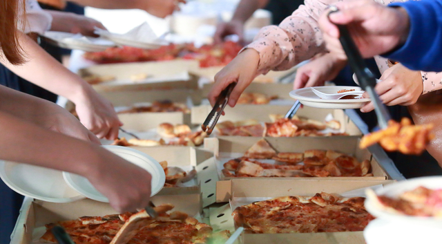 Στιγμές με Pizza Fan με πάρτι και χορηγίες