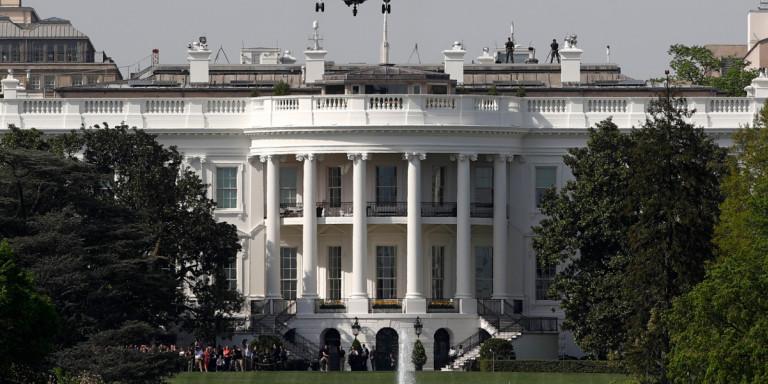 Συναγερμός στην Ουάσιγκτον: Ανδρας αυτοπυρπολήθηκε κοντά στον Λευκό Οίκο