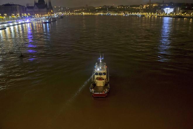 Ανετράπη ποταμόπλοιο με τουρίστες στον Δούναβη – Επτά νεκροί