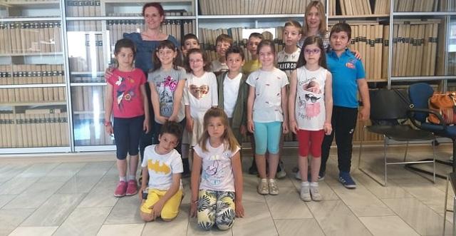 «Πλημμύρισε» παιδικές φωνές η αίθουσα σύνταξης του ΤΑΧΥΔΡΟΜΟΥ