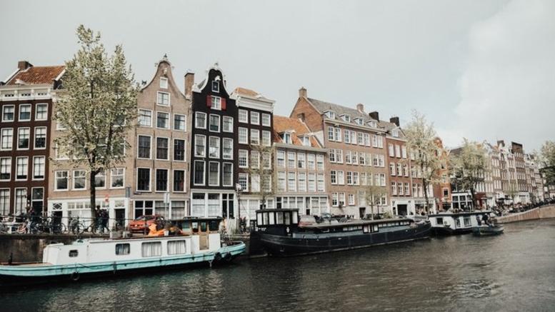 Μετά τη Βαρκελώνη και τη Βενετία, το Άμστερνταμ λέει όχι στους τουρίστες