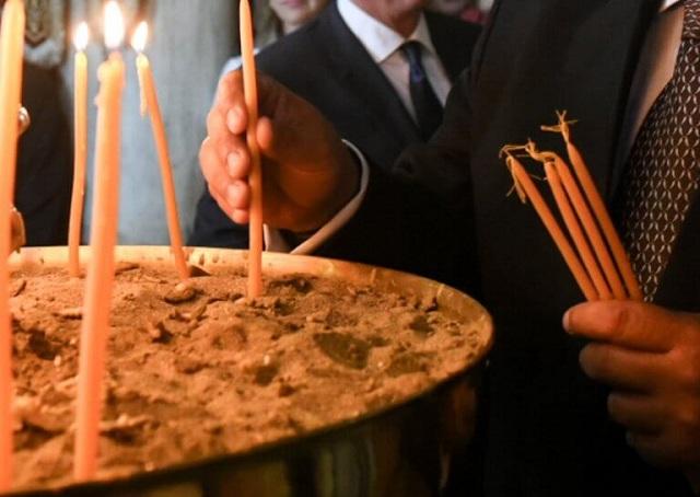 Απάντησε ο ιερέας που πέταξε κέρματα σε βουλευτή του ΣΥΡΙΖΑ μέσα στην εκκλησία