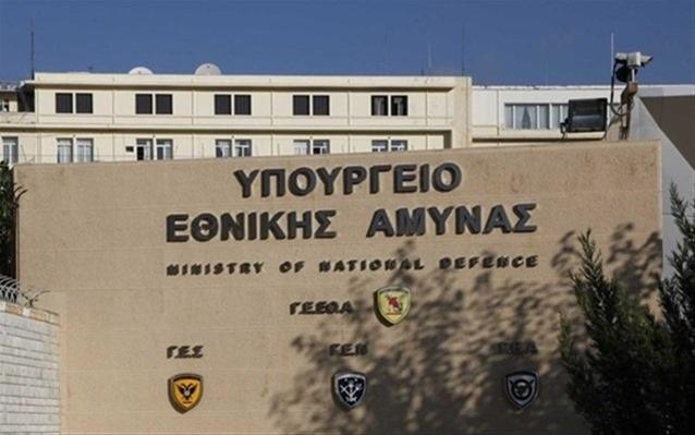 Ηχηρή παραίτηση στο υπουργείο Άμυνας για τα ΜΟΕ με την Τουρκία