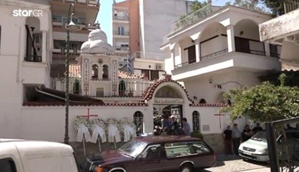 Σε κλίμα οδύνης το «τελευταίο αντίο» στο 20 μηνών αγοράκι στη Λάρισα