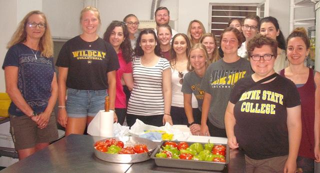 Αμερικανοί φοιτητές μαγείρεψαν στην Κουζίνα Αλληλεγγύης