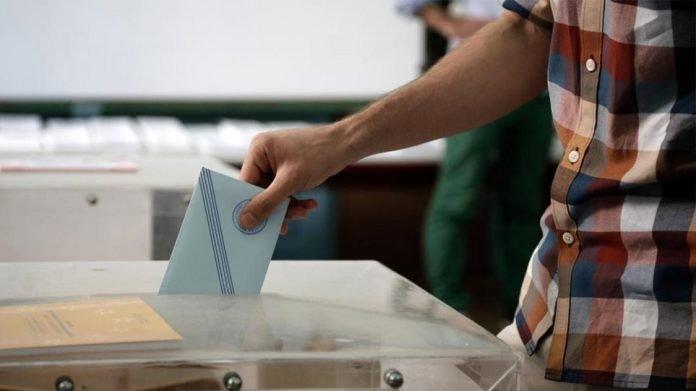 Νέα δημοσκόπηση: Ξεπερνά το 40% η Ν.Δ. - Δεν άγγιξε το ΚΙΝΑΛ η υπόθεση Βενιζέλου (κάρτες)