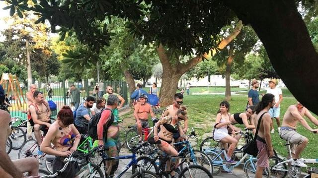 Γυμνή ποδηλατοδρομία στη Θεσσαλονίκη για την προστασία του περιβάλλοντος