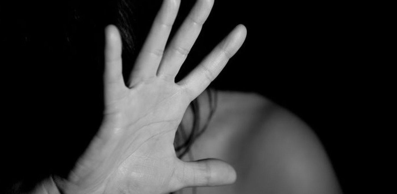 Καταγγελία γυναίκας: Άνδρας στη Χαλκίδα την έδεσε και τη βίασε με μπουκάλι