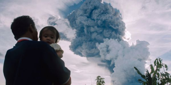 Συναγερμός στην Ινδονησία: Ξύπνησε το ηφαίστειο Σιναμπούνγκ