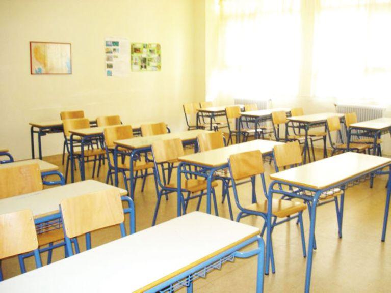 Ρόδος: Γονείς διαμαρτύρονται για την απομάκρυνση δασκάλου που κλείδωσε μαθητή στην τάξη