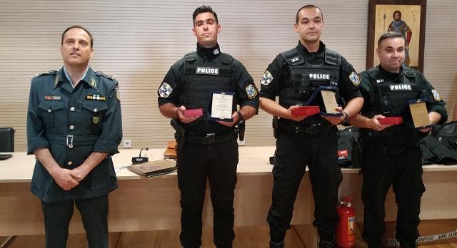 Τιμή στους ήρωες αστυνομικούς που έσωσαν 13χρονη από αυτοκτονία