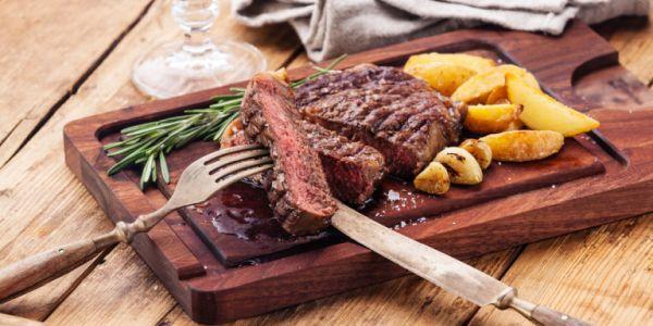 Η υπερβολική κατανάλωση κρέατος αυξάνει 10% τις πιθανότητες πρόωρου θανάτου
