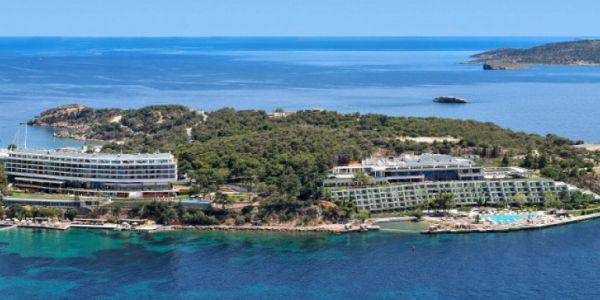 Bloomberg: Ζητούνται μπάτλερ για να προσελκύσουν στην Ελλάδα πιο πλούσιους τουρίστες