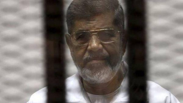 Απεβίωσε μέσα στο δικαστήριο ο Μοχάμεντ Μόρσι