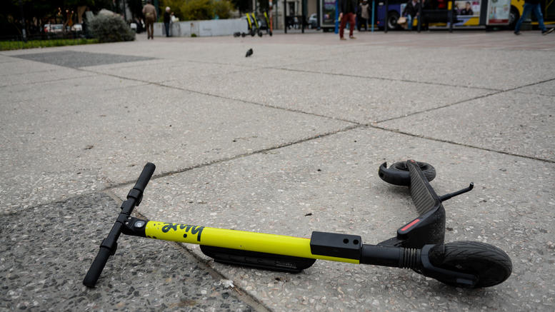 Tραυματίστηκε 72χρονη από πατίνι στο κέντρο της Θεσσαλονίκης