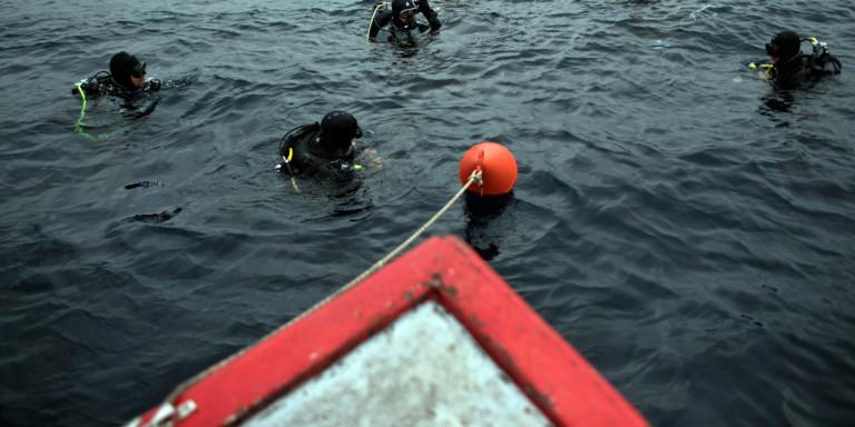 Ναυάγιο με 15 νεκρούς στην Ινδονησία: Αναποδογύρισε πλοίο από την φουρτουνιασμένη θάλασσα