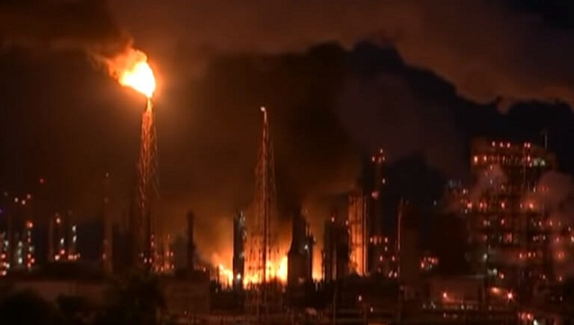 Φιλαδέλφεια: Μαίνεται η μεγάλη φωτιά σε διυλιστήριο– 4 τραυματίες