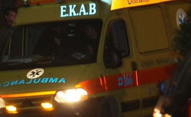Τραυματίστηκε δικυκλιστής σε τροχαίο στα Πευκάκια