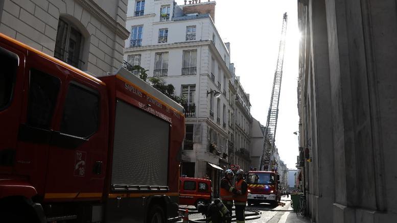 Τρεις νεκροί από πυρκαγιά σε εξαώροφο κτίριο στο Παρίσι