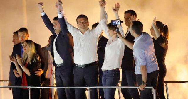 Ο Ιμάμογλου προκαλεί τον Ερντογάν με ηγετική εμφάνιση