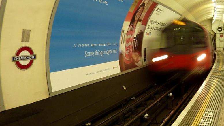 Έσπρωξε 90χρονο στις ράγες του μετρό