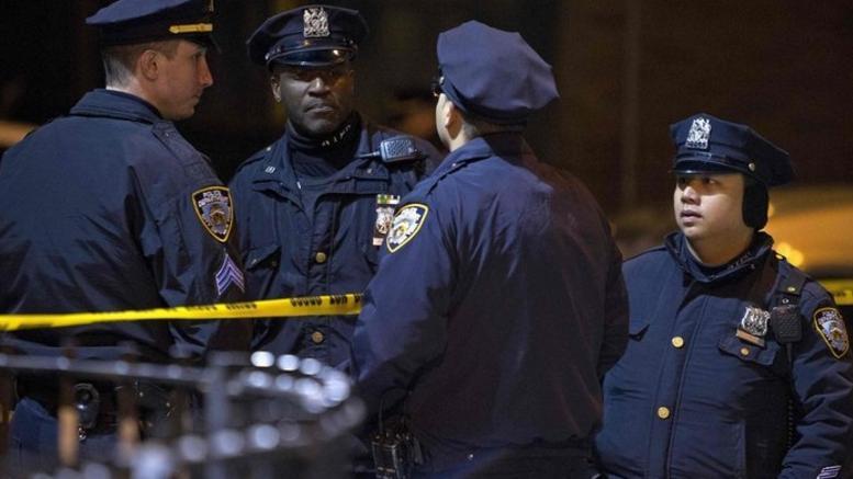 Αφαίρεσε τα όπλα του βίαιου άντρα της και την κατηγορούν για κλοπή