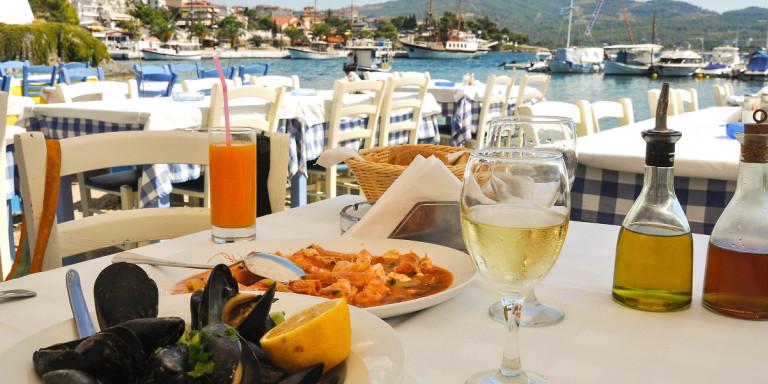 ΕΦΕΤ: Τι να προσέχουμε όταν τρώμε έξω κρέατα, θαλασσινά, παγωτά