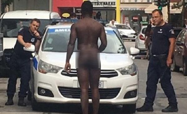 Γυμνός άνδρας προκάλεσε «έμφραγμα» στη Λάρισα