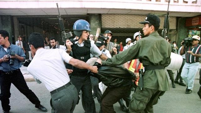 Πυρά κατά φοιτητών στην Ονδούρα από τη στρατιωτική αστυνομία