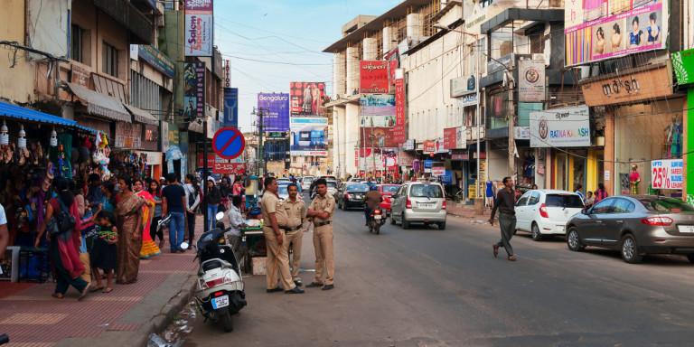 Ινδία: Ξύρισαν το κεφάλι μητέρας και κόρης επειδή αντιστάθηκαν σε απόπειρα βιασμού