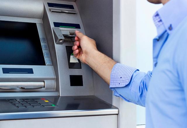 Nέες χρεώσεις από σήμερα για τις αναλήψεις από ΑΤΜ
