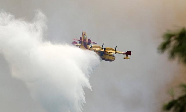 Επιχείρηση από εδάφους και αέρος για φωτιά στους Κωφούς
