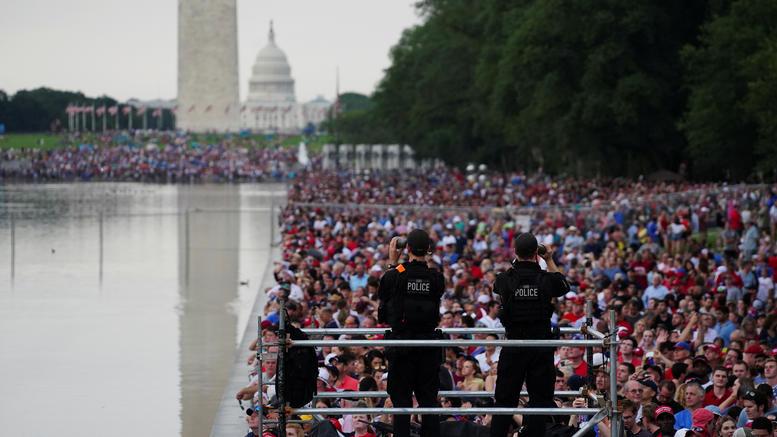 Ντόναλντ Τραμπ σόου με τεθωρακισμένα η 4η Ιουλίου στις ΗΠΑ [εικόνες]