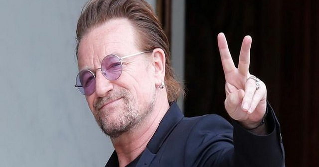 Στην Ύδρα ο Μπόνο των U2: Η φωτογραφία μπροστά από το σπίτι του Κοέν