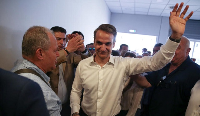 Οι πρώτες αντιδράσεις ΝΔ και ΣΥΡΙΖΑ μετά το πρώτο exit poll