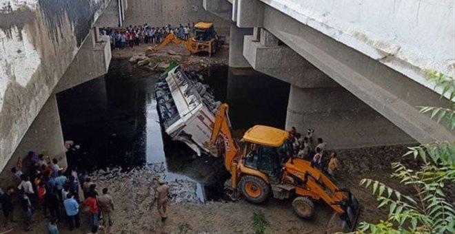 Ινδία: Τουλάχιστον 29 νεκροί σε τροχαίο με λεωφορείο