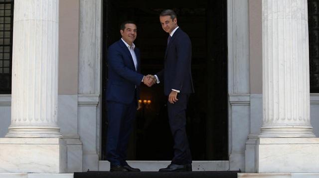 Τα ηνία του Μαξίμου στον νέο πρωθυπουργό Κ. Μητσοτάκη παρέδωσε ο Αλ. Τσίπρας