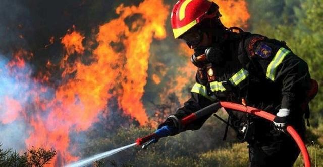 Φωτιά καίει σπίτι στο Σκλήθρο Αγιάς