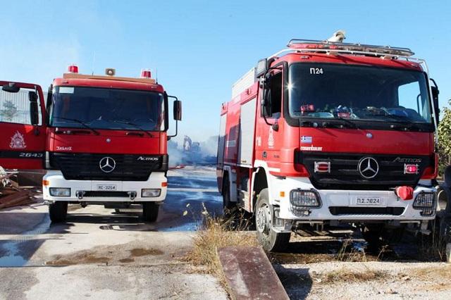 Φορτηγό πήρε φωτιά στον τράκτορα του οχήματος στην Εγνατία Οδό