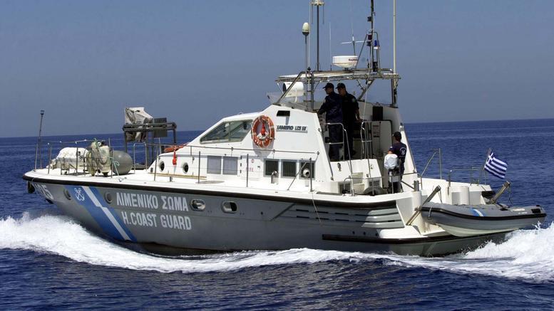 Χίος: Τυφλοί τουρίστες έπεσαν στο λιμάνι και τους έσωσε Αφγανός μετανάστης