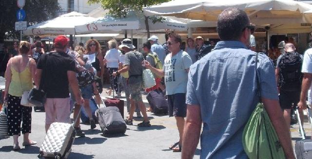 Χτυπούν και πάλι τα τηλέφωνα των ξενοδόχων για καλοκαιρινές κρατήσεις