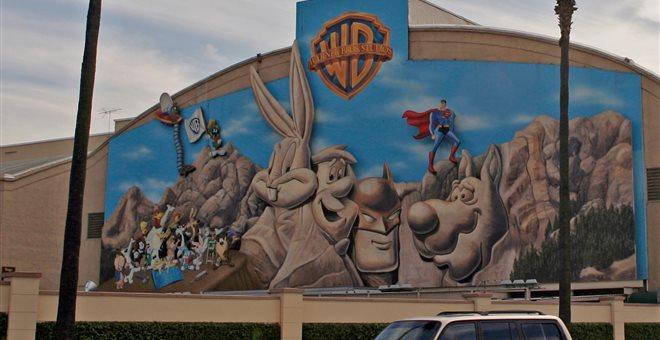 Βρετανία: Στις φλόγες το ιστορικό στούντιο της Warner Bros