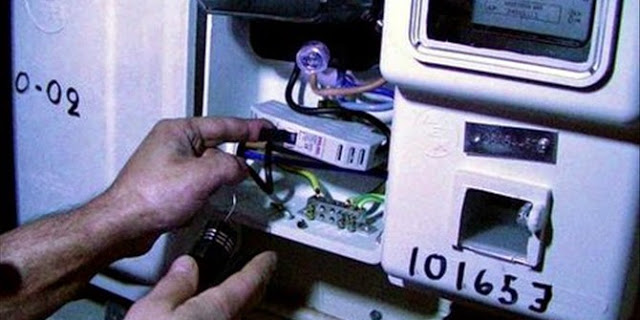 Ηλεκτροδοτούσαν τα σπίτια τους με κλεμμένο ρεύμα