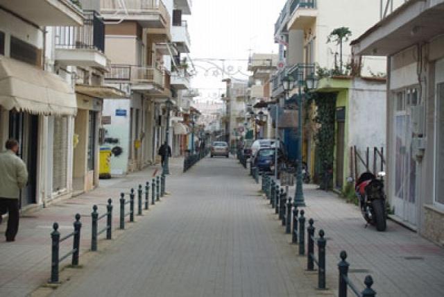 Κίνηση στην αγορά του Αλμυρού φέρνουν οι εκπτώσεις