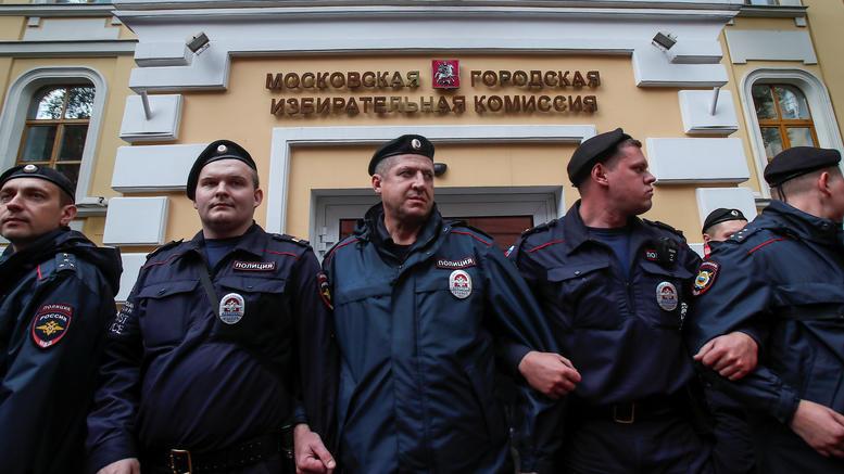 Συλλήψεις στην Κόκκινη Πλατεία για τα 10 χρόνια από τη δολοφονία Εστεμίροβα