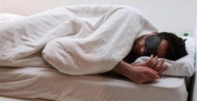 Guardian: Λιγότερες από 7 ώρες ύπνου μπορεί να προκαλέσουν βλάβες σε υγεία